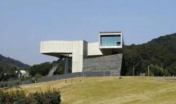 南京这个冷门的美术馆边上,竟然有二十多位建筑大师的作品