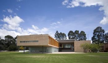 """以""""彩色丝线""""编织的哥伦比亚艺术中心"""