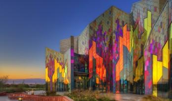 美国炽焰燎原,迎风舞动的地标性博物馆/Verner Johnson建筑师事务所