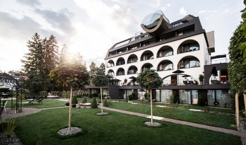 立面以圆拱为母题的意大利Gloriette酒店