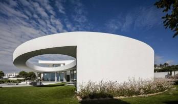 几何叠加大胆写意的白色雕塑——椭圆型住宅