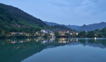 杭州富春开元芳草地乡村酒店 / 中国美术学院风景建筑设计研究总院