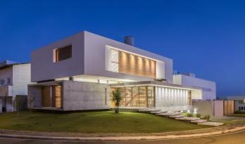 沉静优雅的巴西住宅/Martins Lucena Arquitetos