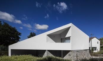 现代雕塑立体切割的艺术品:葡萄牙三角住宅