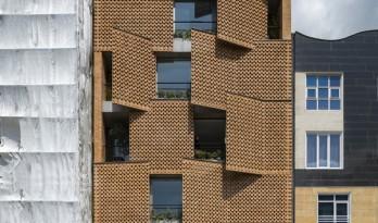 砖红墙体扩展边界,重新定义内外空间:伊朗Saadat Abad公寓楼