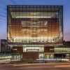 玻璃幕墙下的土红色体量:堪萨斯大学医学中心大楼