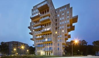 """垂直悬挑的""""美丽风景"""":荷兰Belvedere 大楼 / René van Zuuk Architects"""
