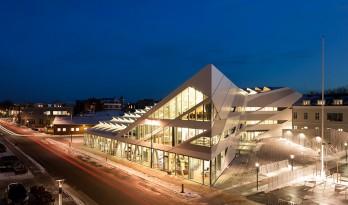 披鳞片形如折纸屋顶的海港储蓄银行/3XN建筑师事务所