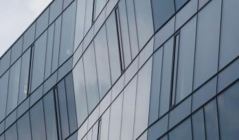 如潮汐般曲意流动:潮汐和华沙划船协会大楼