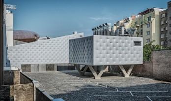 外表柔软的混凝土建筑:DOX+ 当代艺术中心 / Petr Hajek Architekti