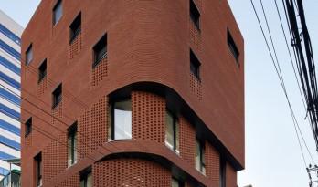 用红砖砌造的巨大漏斗:3/1住宅