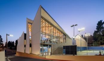 放浪形骸又明亮通透的UCLA篮球馆
