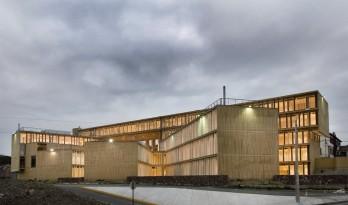多层级的体块嵌套,长方体量新的打开方式:市政办公中心大楼