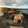 海岛餐厅酒店——岩石,酒桶和鲸鱼拟态的想象力融合之作