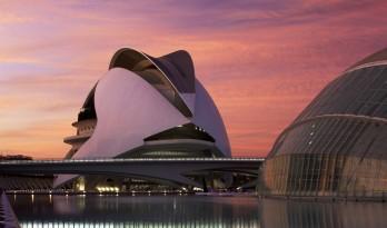 科技与艺术美感的完美融合——含苞绽放的瓦伦西亚歌剧院