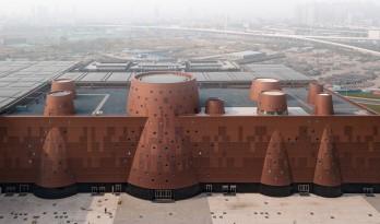 新作!浇铸在大地之上的巨型圆椎古铜城堡——天津滨海城市博物馆