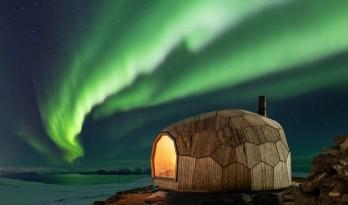 徒步旅人的明灯,北极光之下的岩石小屋/SPINN Arkitekter
