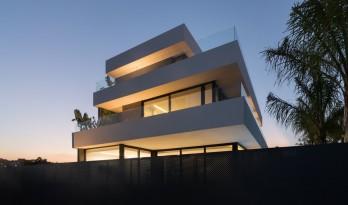 大繁至简,横条纹也能小清新的西班牙水族馆住宅