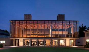 陈列在英国剑桥校园的玻璃盒子——剧院艺术中心