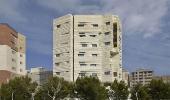 如同被风化的粗粝岩石:阿维尼住宅楼 | Heram建筑事务所