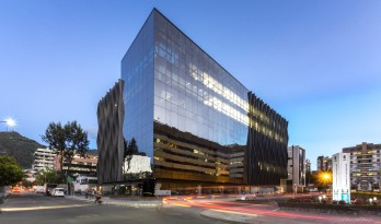 CORTEZZA大楼,木石对话自然 / TERRANUM