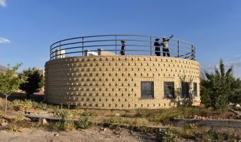 """荒漠上的一只""""蜗牛壳"""":伊朗蜗壳住宅"""