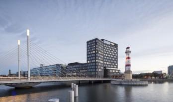 仿佛停泊于岸边的巨型船只:马尔默港口综合体 / SHL