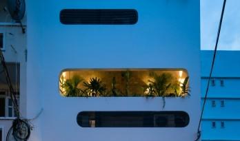 立面富于变化的垂直花园住宅 / H2