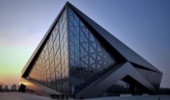 动感的能量盒子:扬州南部新城体育园 / 柏涛设计