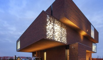 交错堆叠,充满力量与艺术美感:内利森砖艺术展示馆