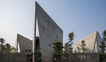 光影错落,开合有度:Viettel 厂外工作室 / 武重义建筑事务所