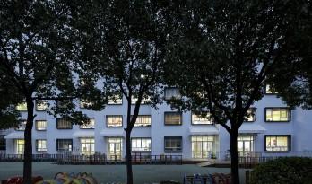 纯净的花园堡垒:上海徐汇科技幼儿园 / 元秀万建筑事务所