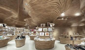 云诡波谲,仿佛渗入光线的原始洞穴:卡塔尔国家博物馆商店 / 高田浩一建筑事务所
