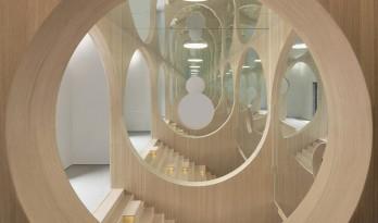 拱与镜:虚实相映的无尽空间 / 槃达建筑