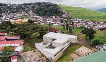 Tirrases公共发展中心