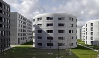 雄浑壮阔,混凝土立面映出希腊神话故事:萨克莱大学学生公寓
