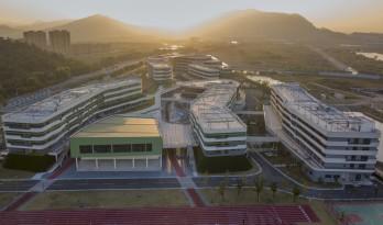 """西塞山前的""""白鹭"""":上海交大教育集团(湖州)帕丁顿双语学校 / 思序设计"""