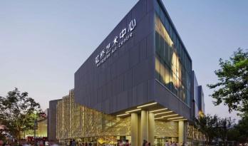 现代轻透与传统厚重交融的美感:上海虹桥艺术中心 / BAU