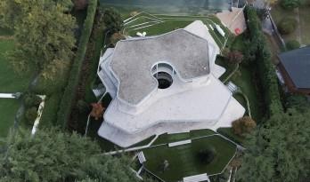 湖边绽开的白色花瓣:意大利滨湖度假屋 / Design Haus Liberty