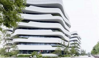 宛若轻柔翻滚的波浪:天筠工业办公组团 / 第一实践建筑设计