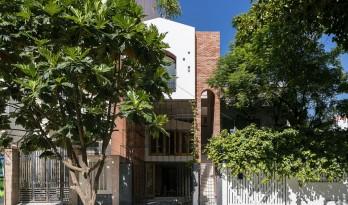 空间嵌套,会呼吸的热带住宅 / IZ Architects