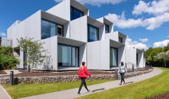 如企鹅般簇拥瞭望:戴森工程技术学院 / WilkinsonEyre