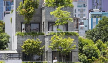 宁静葱郁,错落有致的梯田露台:越南花园公寓 / Ho Khue Architects