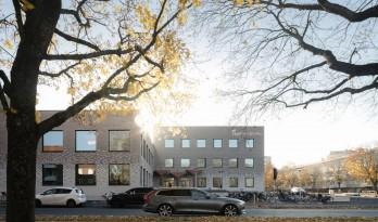 保留场所记忆——Tiunda 中小学校 / C.F. Møller