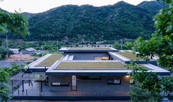 自然礼序,质朴清幽:韩国麟蹄住宅 / YKH Associates
