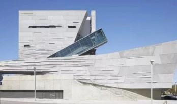 这位被解雇的建筑师,为何能获建筑界最顶级大奖?