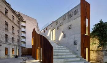 保留远古感的建筑纪念碑:ARTCOR创意工坊 / Maxim Calujac