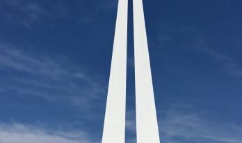 如一把利剑,刺破苍穹:Torino奥特莱斯 / Claudio Silvestrin Architects