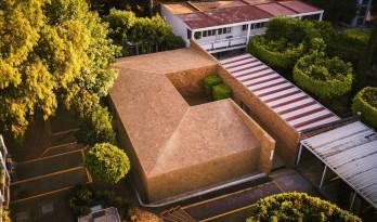 落入人间的智者宝盒:莫雷利亚文化中心 / Iván Marín + Doho constructivo