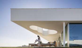 一缕来自大海的光:LuxMare 私宅 / Mário Martins Atelier